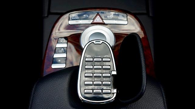 zabudovaný telefon