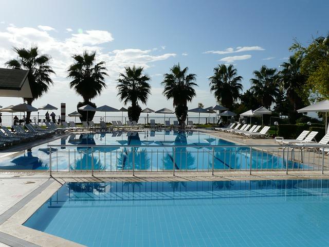 Přípravky pro zvýšení nebo snížení pH vody v bazénu