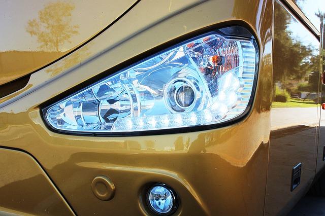 Světlomet u moderního auta