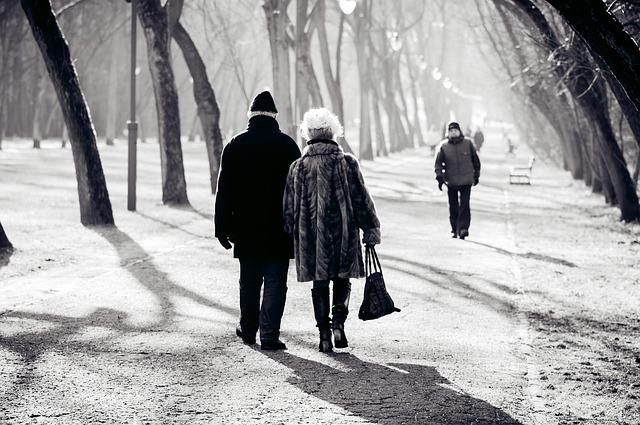 procházející se pár