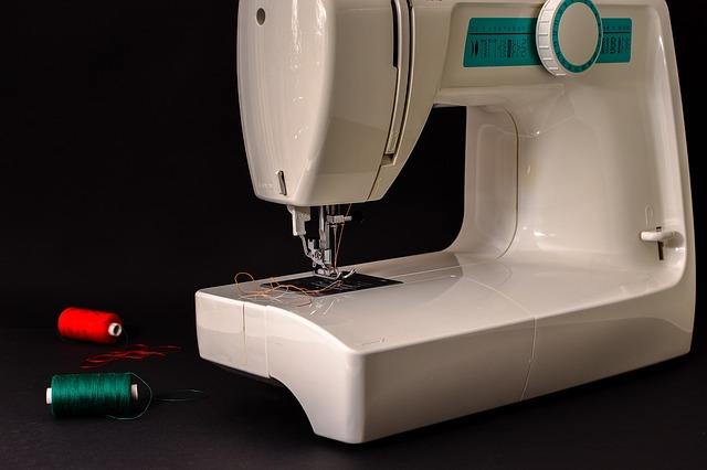 elektrický šicí stroj