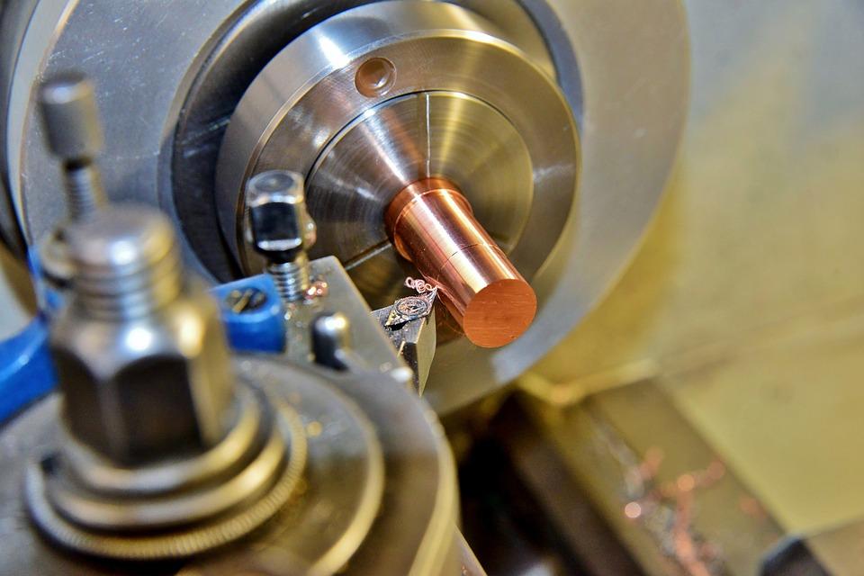 Soustružnický nůž pro strojní obrábění ve výrobě i pro kutily